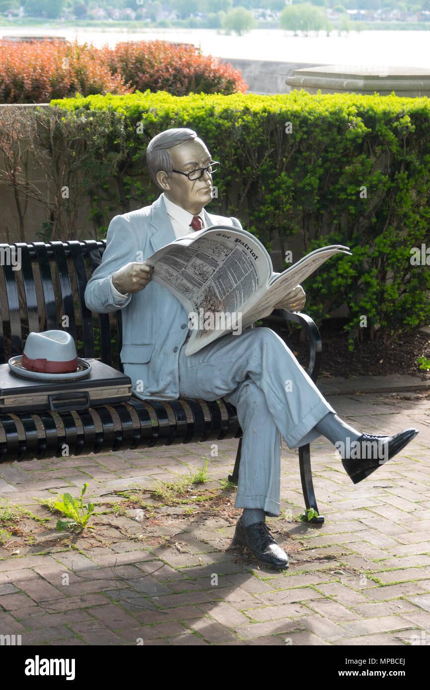 USA Pennsylvania PA Harrisburg Bronze sculpture of man reading newspaper along Front Street by artist Seward J. Johnson - Stock Image