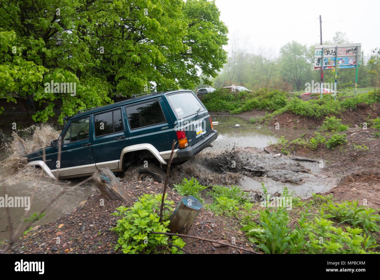 Jeep Cherokee 4X4  four wheel drive AWD off roading through a deep pond in Centalia Pennsylvania PA - Stock Image
