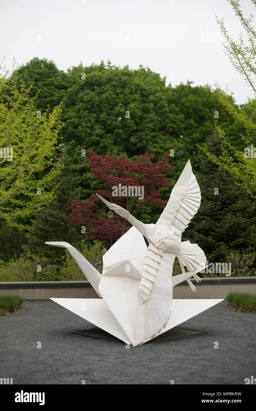 Flight of Folds, a sculpture by Kevin Box and Robert J. Lang, at the Minnesota Landscape Arboretum outside of Minneapolis in Chaska, Minnesota, USA. - Stock Image