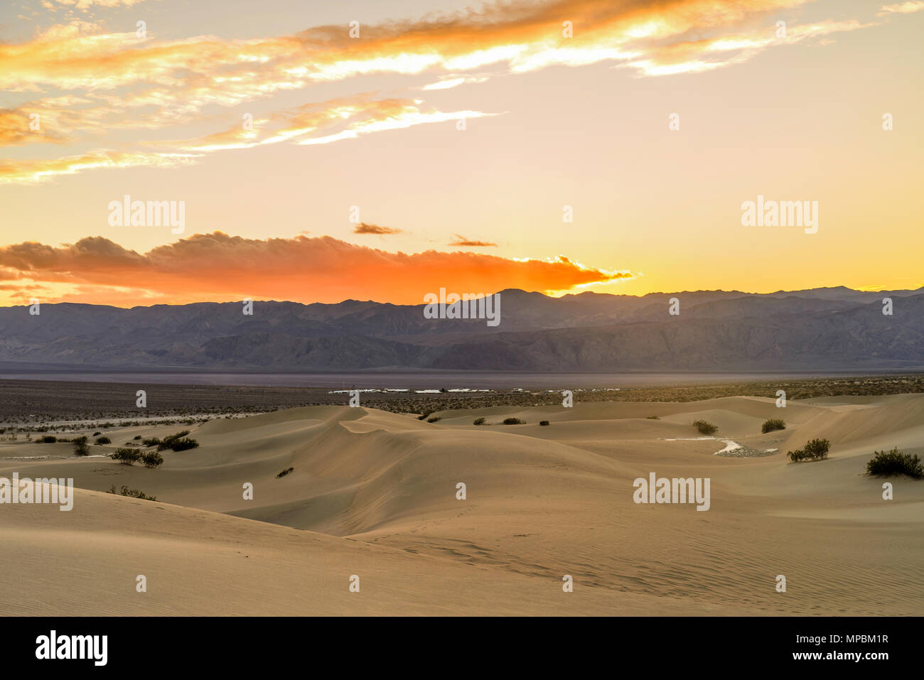 Spring Comes To Dunes >> Sunset Sand Dunes Spring Sunset At Mesquite Flat Sand Dunes With