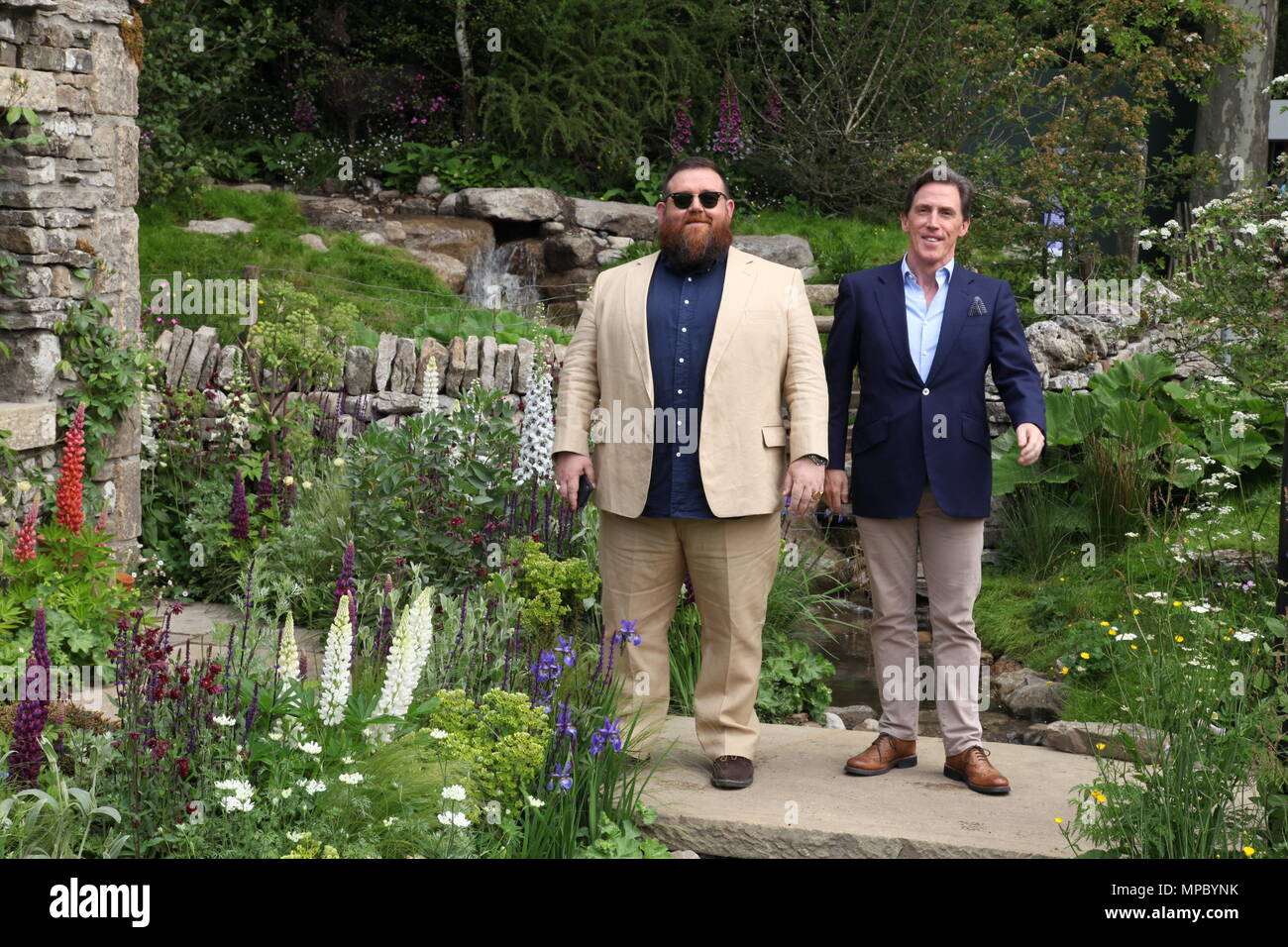 Chelsea, London, UK. 21st May, 2018. Chelsea, London, UK. 21st May 2018. Nick Frost and Rob Brydon on the Welcome to Yorkshire garden at Chelsea Flower Show 2018, designed by Mark Gregory for Landformconsultants.co.uk Credit: Jenny Lilly/Alamy Live News - Stock Image
