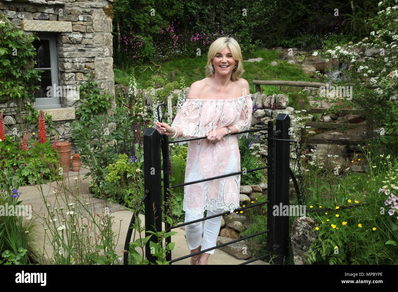 Chelsea, London, UK. 21st May, 2018. Chelsea, London, UK. 21st May 2018. Anthea Turner on the Welcome to Yorkshire garden at Chelsea Flower Show 2018, designed by Mark Gregory for Landformconsultants.co.uk Credit: Jenny Lilly/Alamy Live News - Stock Image