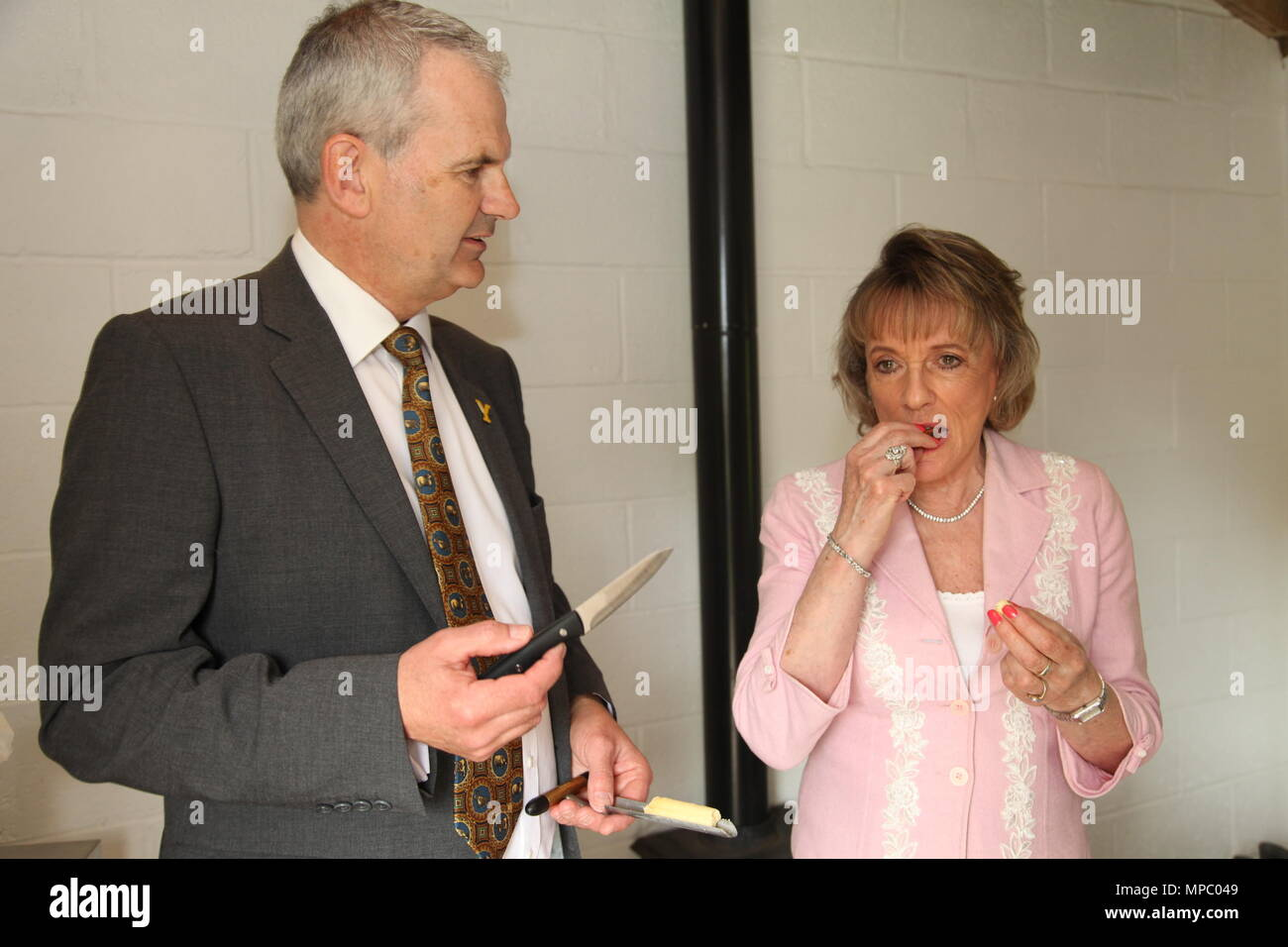 Chelsea, London, UK. 21st May, 2018. Dame Esther Rantzen and David Hartley Managing Director for Wensleydale Creamery cheese tasting in the bothy in the Welcome to Yorkshire garden at Chelsea Flower Show 2018, designed by Mark Gregory for Landformconsultants.co.uk Credit: Jenny Lilly/Alamy Live News - Stock Image