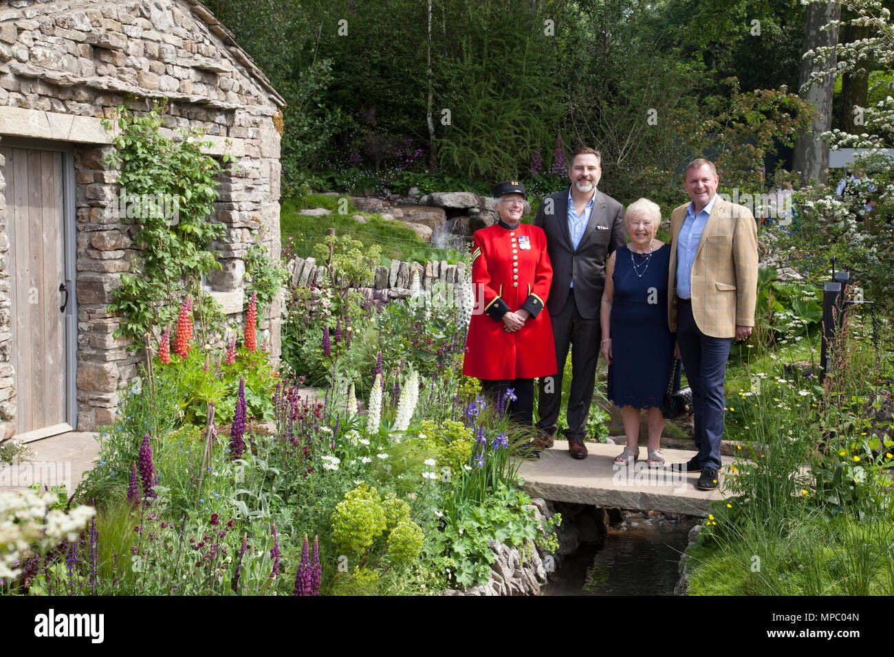 Chelsea, London, UK. 21st May, 2018. David Walliams, his mum Kathleen, Marjorie Cole, and Sir Gary Verity DL Chief Executive of WTY on the Welcome to Yorkshire garden at Chelsea Flower Show 2018, designed by Mark Gregory for Landformconsultants.co.uk Credit: Jenny Lilly/Alamy Live News - Stock Image
