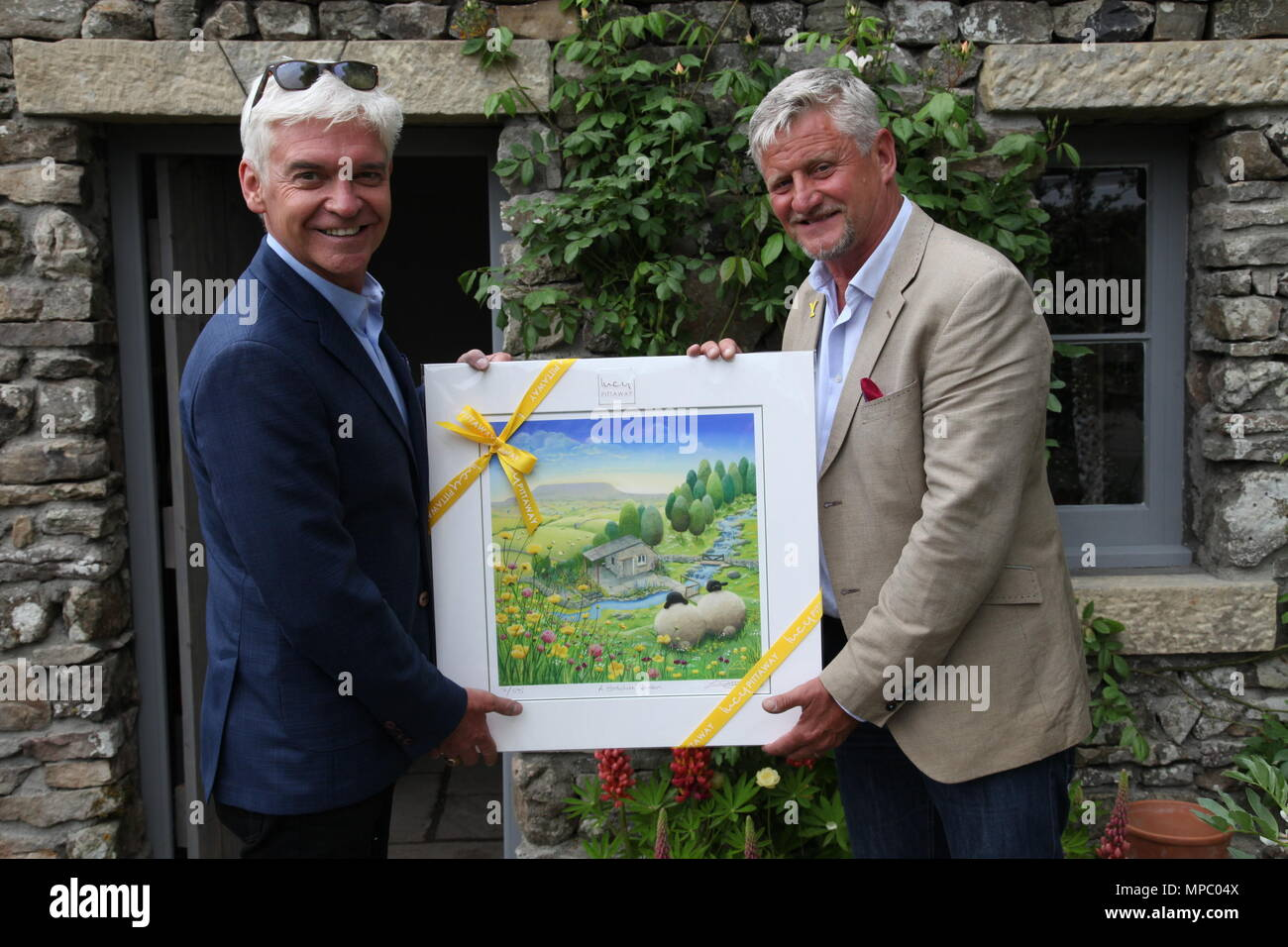 Chelsea, London, UK. 21st May, 2018. Phillip Schofield being presented with a picture by Mark Gregory on the Welcome to Yorkshire garden at Chelsea Flower Show 2018, designed by Mark Gregory for Landformconsultants.co.uk Credit: Jenny Lilly/Alamy Live News - Stock Image