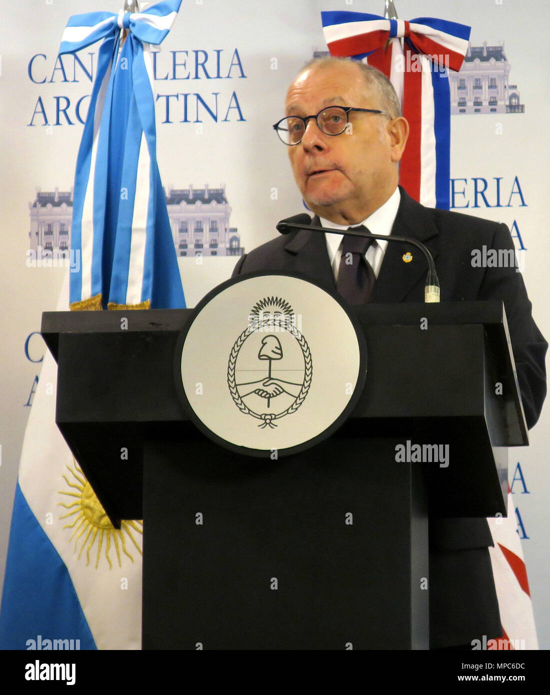 Ciudad De Buenos Aires, Argentina. 12th Dec, 2017. British Secretary of State of Foreign Affairs, Boris Johnson (out of frame), and Argentinian Foreign Minister Jorge Faurie, deliver a joint press conference after a meeting in Buenos Aires, Argentina, 22 May 2018. The UK might sing a free trade agreement with no restrictions, with Argentina after the exit of the European Union (EU). Credit: Irene Valiente/EFE/Alamy Live News - Stock Image