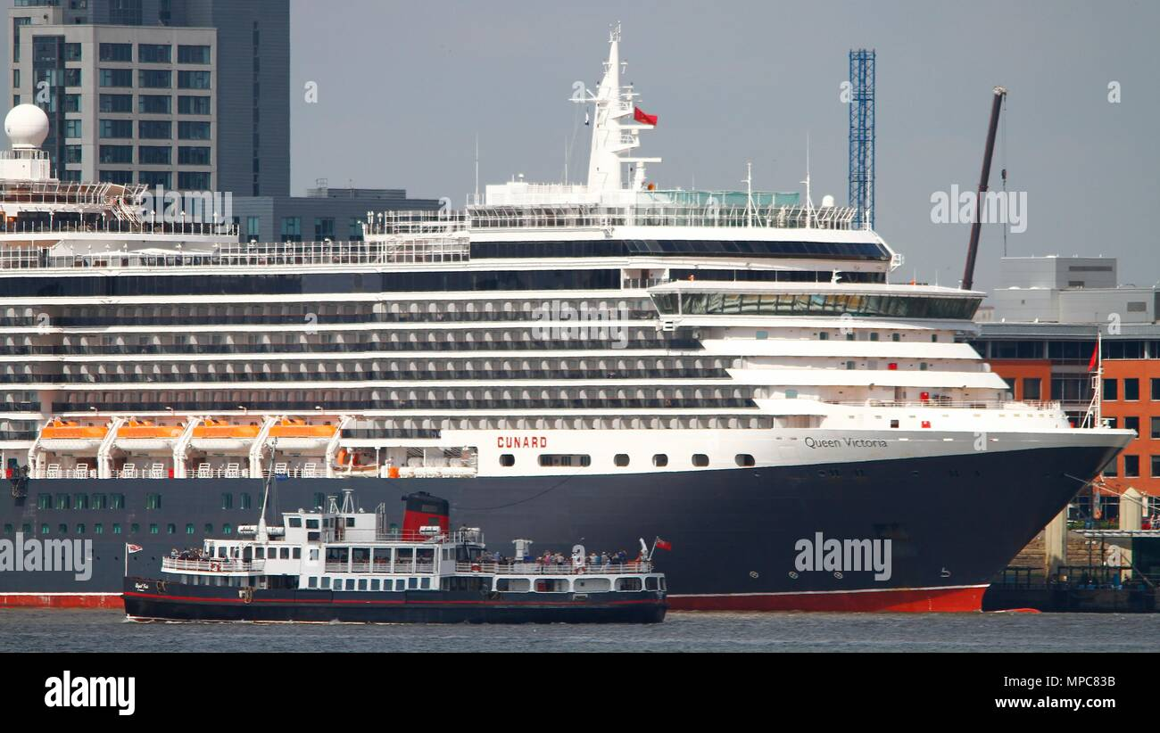 Liverpool,Uk, Cunard cruise liner The Queen Victoria spent the day in Liverpool before doing a tricky move to turn in the Mersey, Credit Ian Fairbrother/Alamy Live News - Stock Image