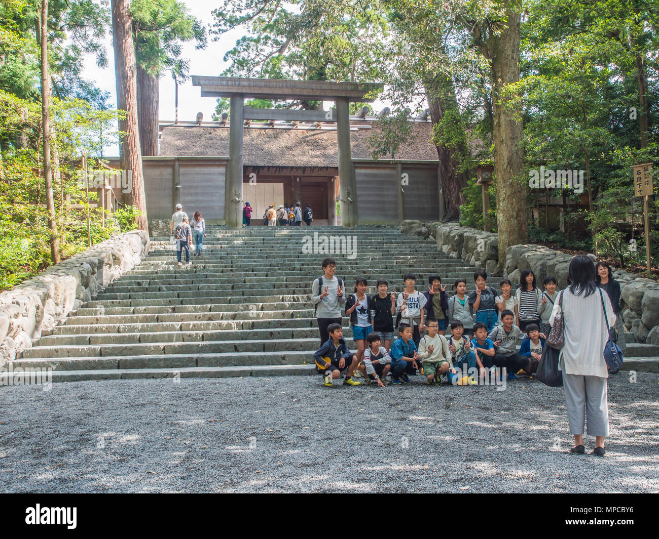 A group of Japanese school children being photographed in front of Goshoden main sanctuary, Naiku, Ise Jingu, Mie, Japan - Stock Image