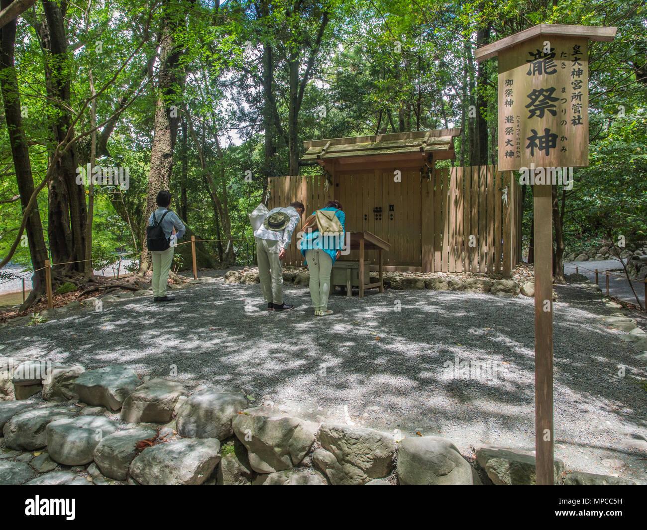 Visitors praying, Takimatsuri-no-kami subordinate shrine, Naiku, Ise Jingu, Mie, Japan - Stock Image