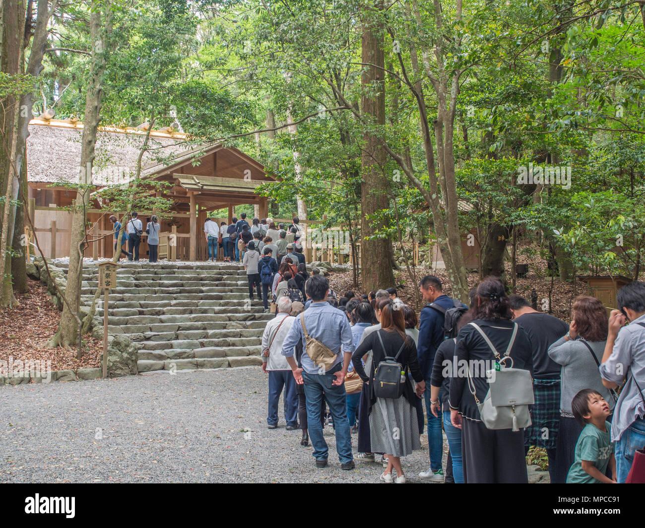 Visitors queue waiting to pray at Aramatsuri-no-miya shrine, Naiku, Ise Jingu, Mie, Japan - Stock Image