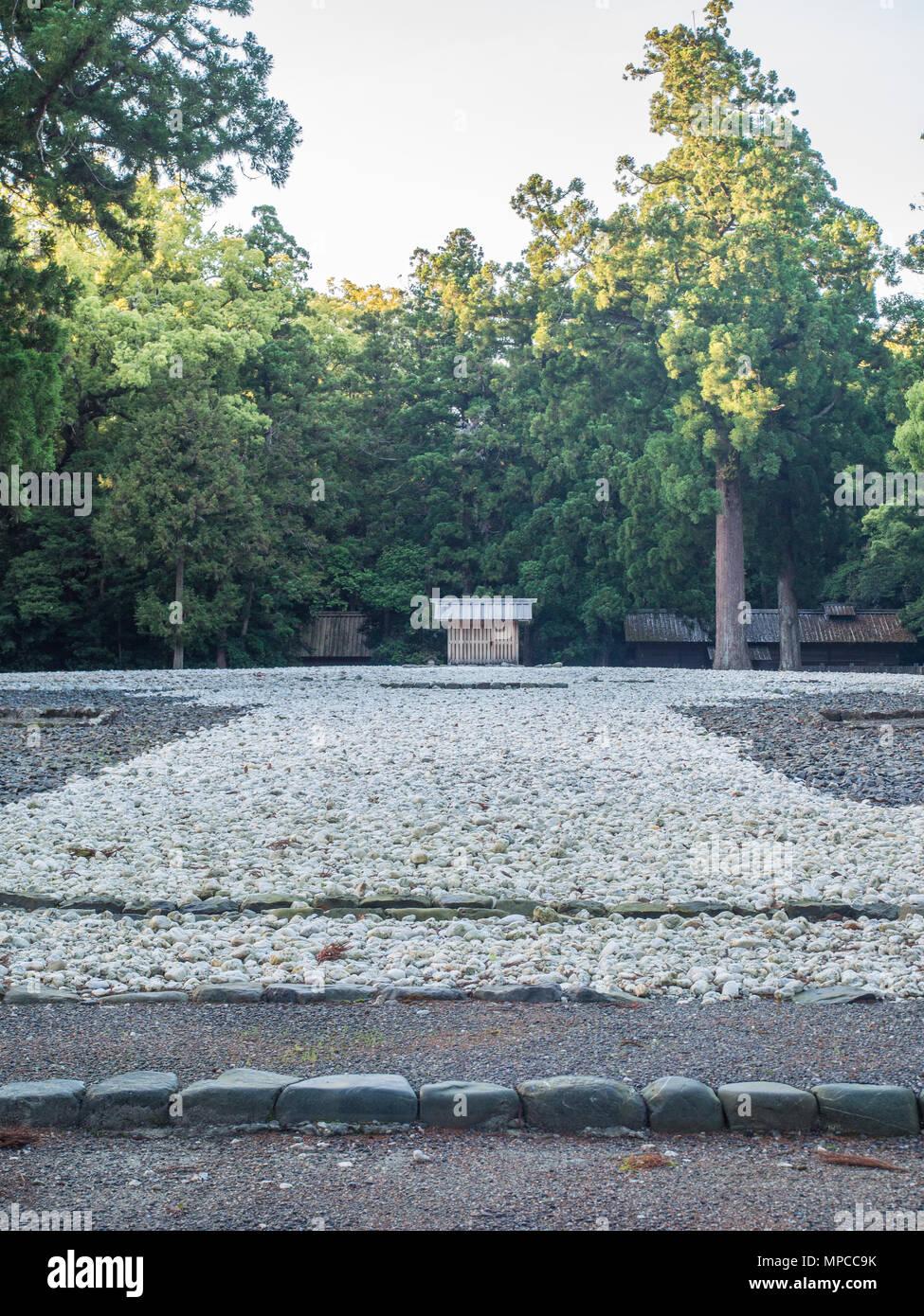 Goshoden main sanctuary Kodenchi  and Oi-ya building containg sacred central pole shin-no-mihashira, sacred forest behind, Geku,  Ise Jingu, Japan - Stock Image