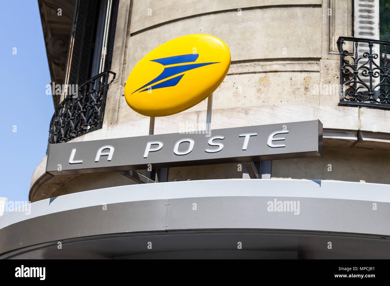 La Poste, french postal service outside retail sign - Stock Image