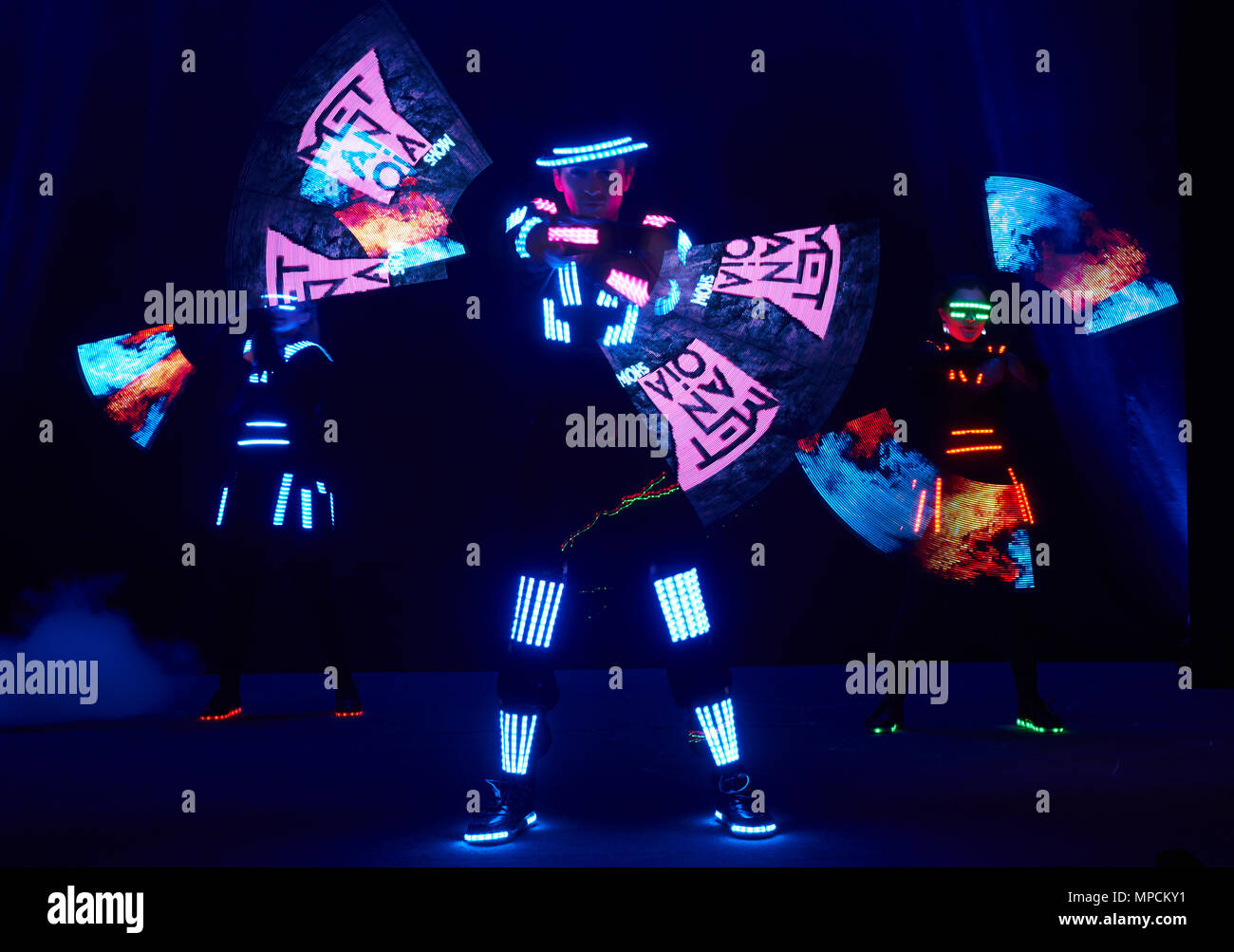 In Suits Led Laser LampVery Show PerformanceDancers With PXTOkZiu