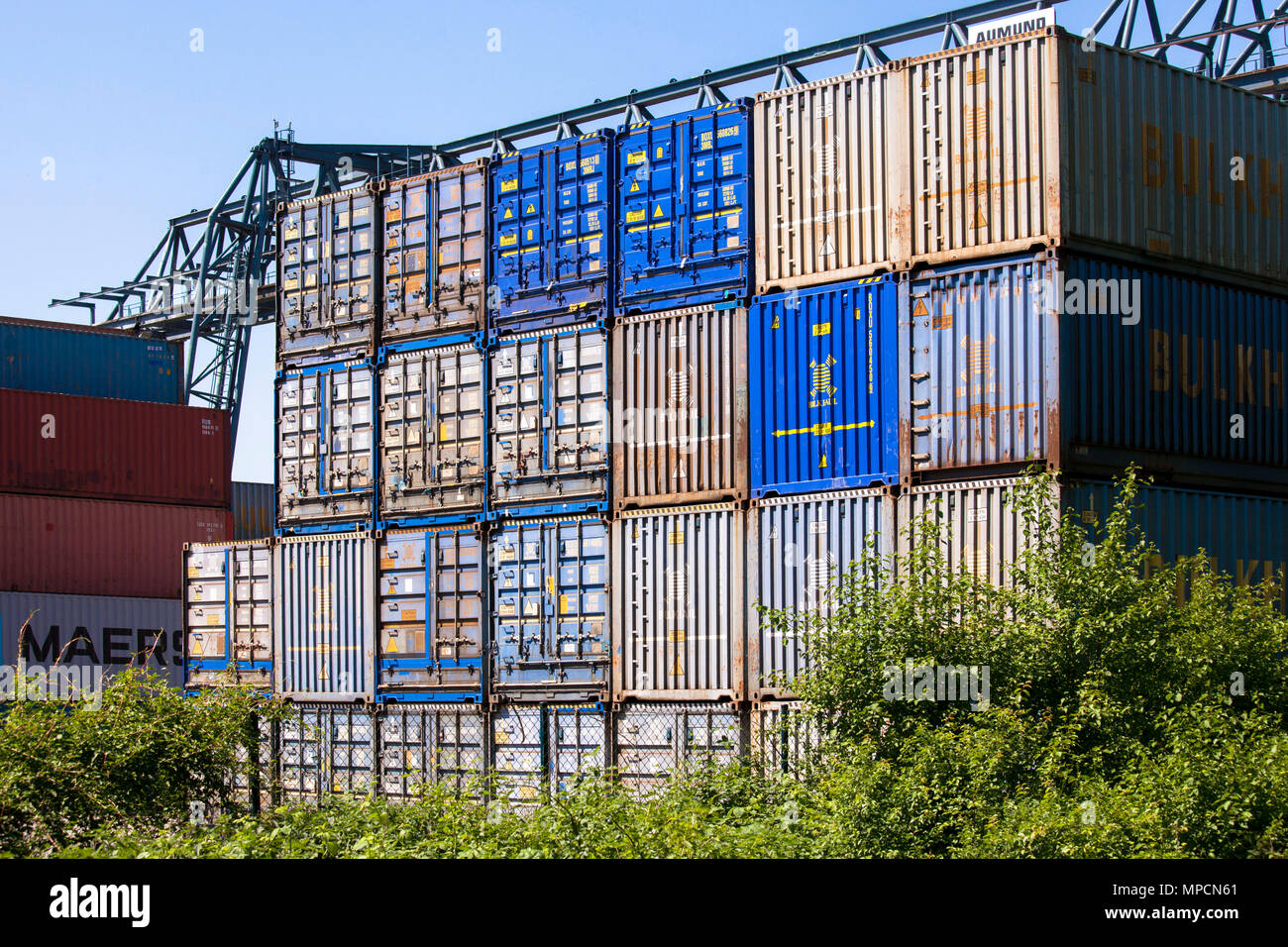 Germany, Cologne, the container terminal of the Rhine harbour in the town district Niehl.  Deutschland, Koeln, Container-Terminal im Niehler Hafen. Stock Photo