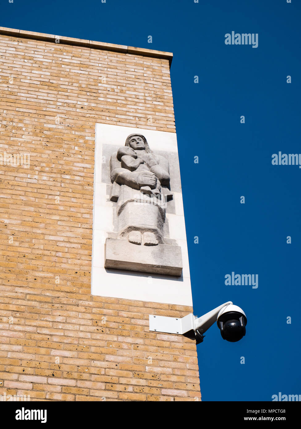 Radcliffe Observatory Quarter, CCTV Camera on New Building, Oxford, Oxfordshire, England, UK, GB. - Stock Image