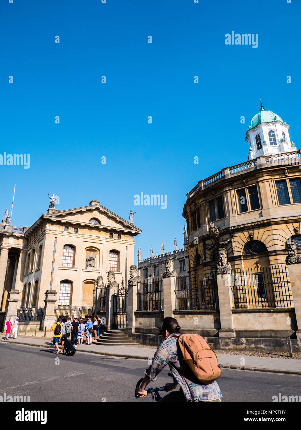 Tourists outside, Clarendon Building, and The Sheldonian Theatre, University of Oxford, Oxfordshire, UK, England, UK, GB. - Stock Image
