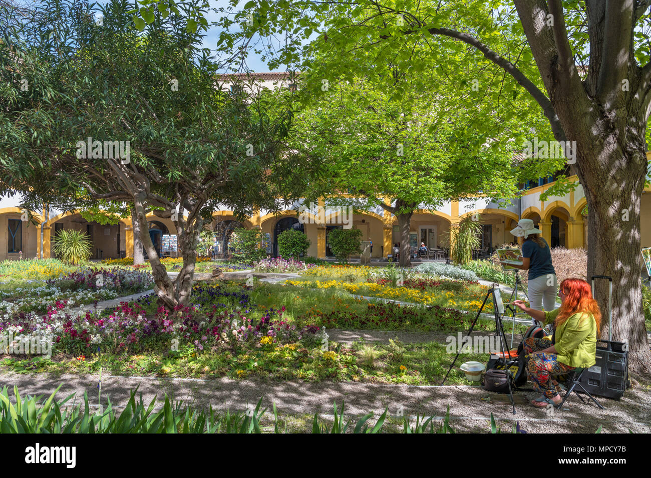 Artists painting in the courtyard of the Hospital at Arles, now called l'Espace Van Gogh, Arles, Provence, France - Stock Image