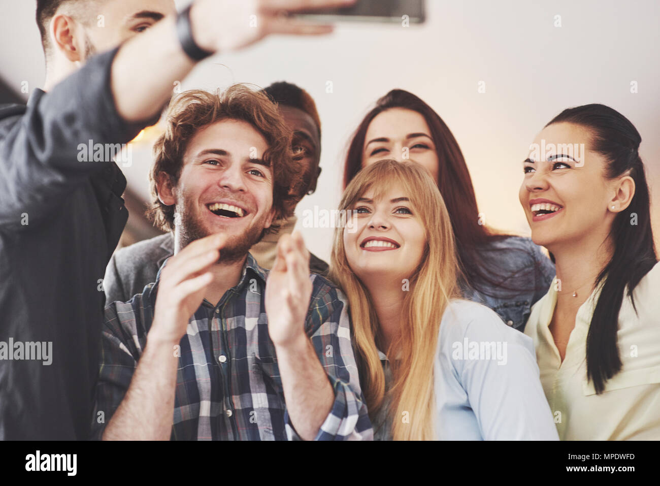 Group portrait of Cheerful old friends communicate with each other, friend posing on cafe, Urban style people having fun, Concepts about youth togetherness lifestyle. Wifi connected - Stock Image