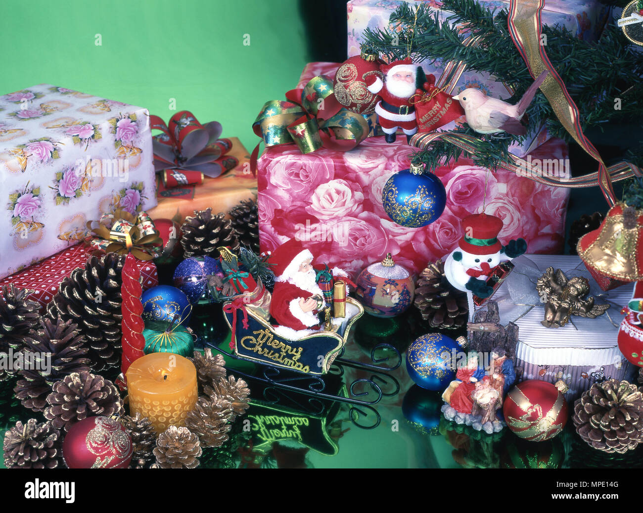 Christmas ornaments, gift boxes Stock Photo 185934352 , Alamy