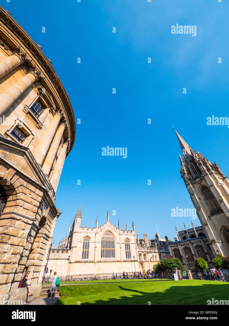 Radcliffe Camera, All Souls College, and University Church of St Mary the Virgin, Radcliffe Square, Oxford, Oxfordshire, England, UK, GB. - Stock Image
