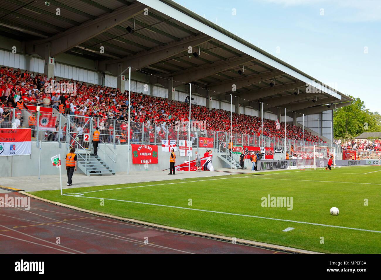 sports, football, Lower Rhine Cup, 2017/2018, final, Rot-Weiss Oberhausen vs Rot Weiss Essen 2:1, Stadium Niederrhein Oberhausen, stadium view, Revierkraft stand, RWO football fans - Stock Image