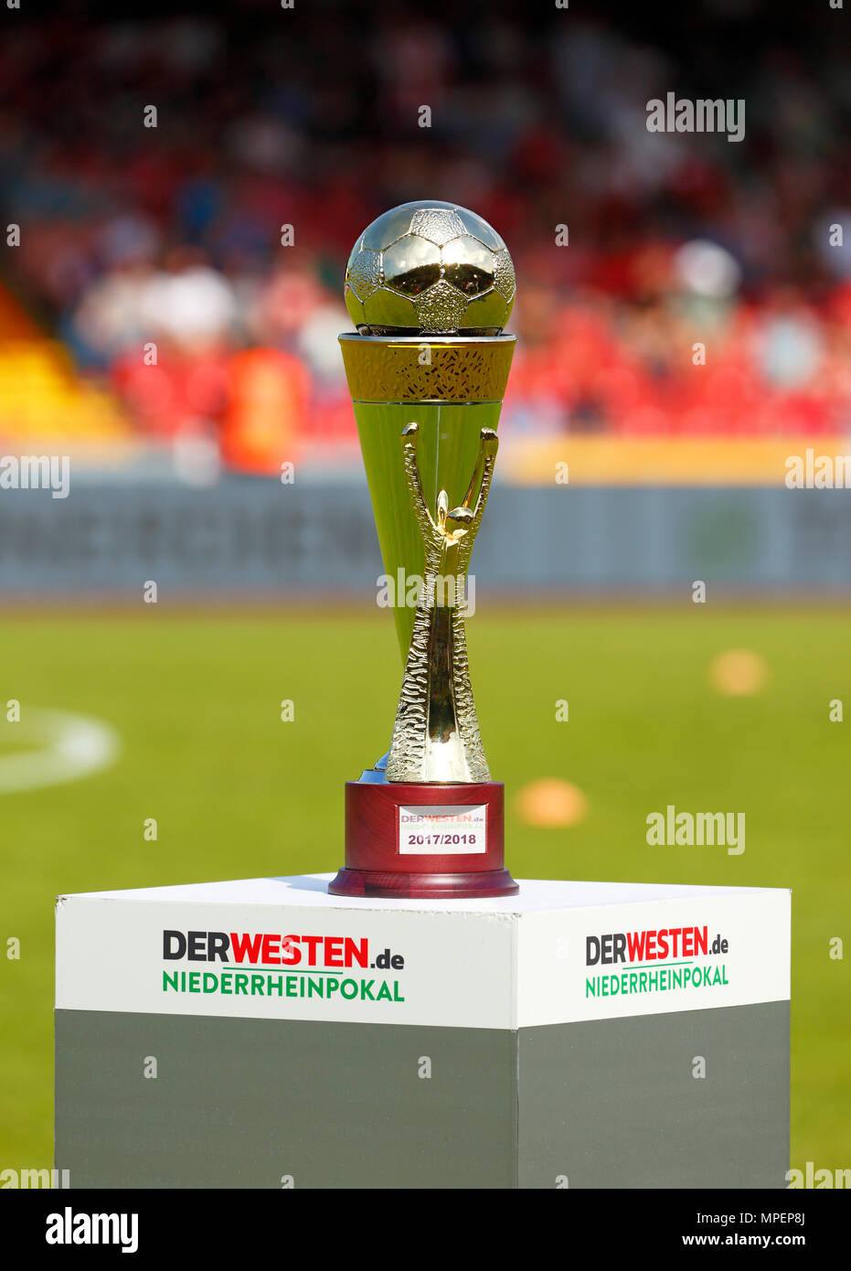sports, football, Lower Rhine Cup, 2017/2018, final, Rot-Weiss Oberhausen vs Rot Weiss Essen 2:1, Stadium Niederrhein Oberhausen, DERWESTEN.de prize cup on a stand - Stock Image