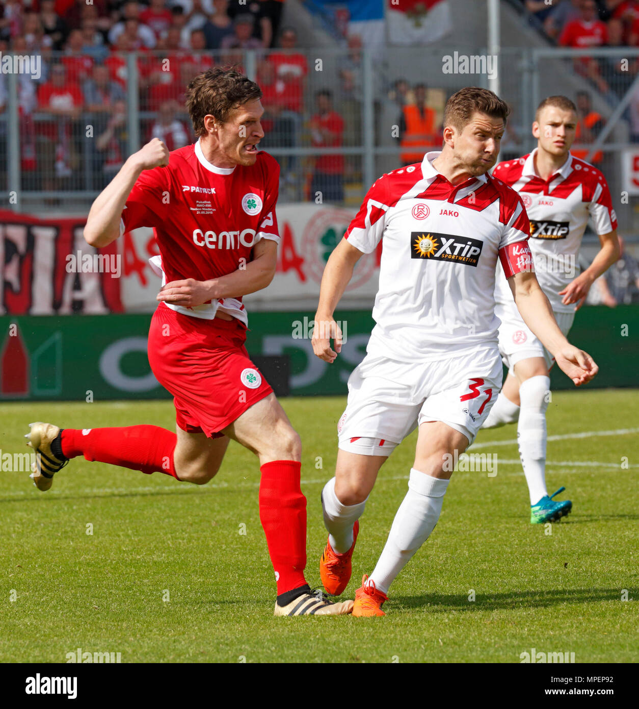 sports, football, Lower Rhine Cup, 2017/2018, final, Rot-Weiss Oberhausen vs Rot Weiss Essen 2:1, Stadium Niederrhein Oberhausen, scene of the match, Robert Flessers (RWO) left and team captain Benjamin Baier (RWE), behind Nico Lucas (RWE) - Stock Image