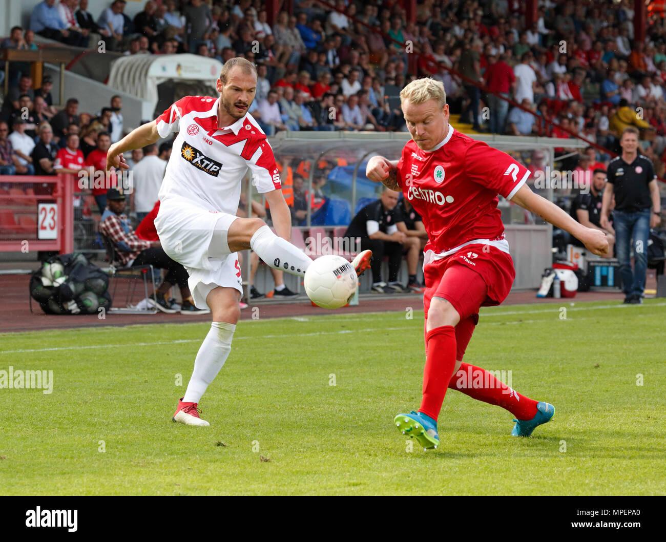 sports, football, Lower Rhine Cup, 2017/2018, final, Rot-Weiss Oberhausen vs Rot Weiss Essen 2:1, Stadium Niederrhein Oberhausen, scene of the match, Robin Urban (RWE) left and Tim Hermes (RWO) - Stock Image
