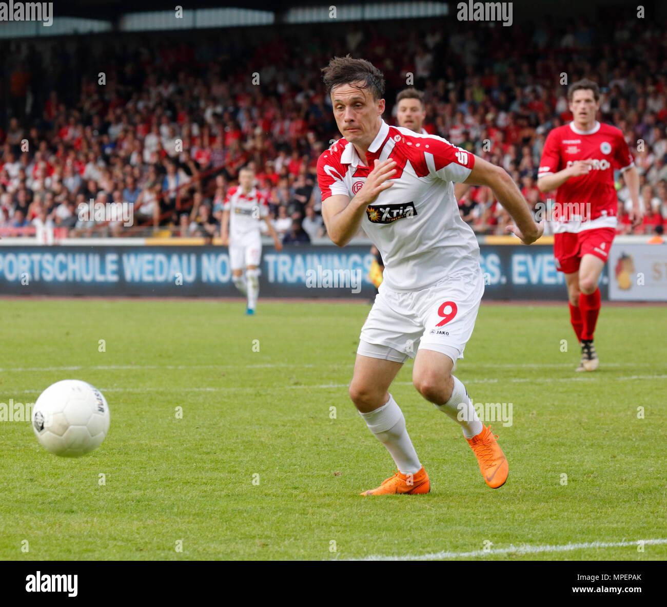 sports, football, Lower Rhine Cup, 2017/2018, final, Rot-Weiss Oberhausen vs Rot Weiss Essen 2:1, Stadium Niederrhein Oberhausen, scene of the match, Marcel Platzek (RWE) - Stock Image