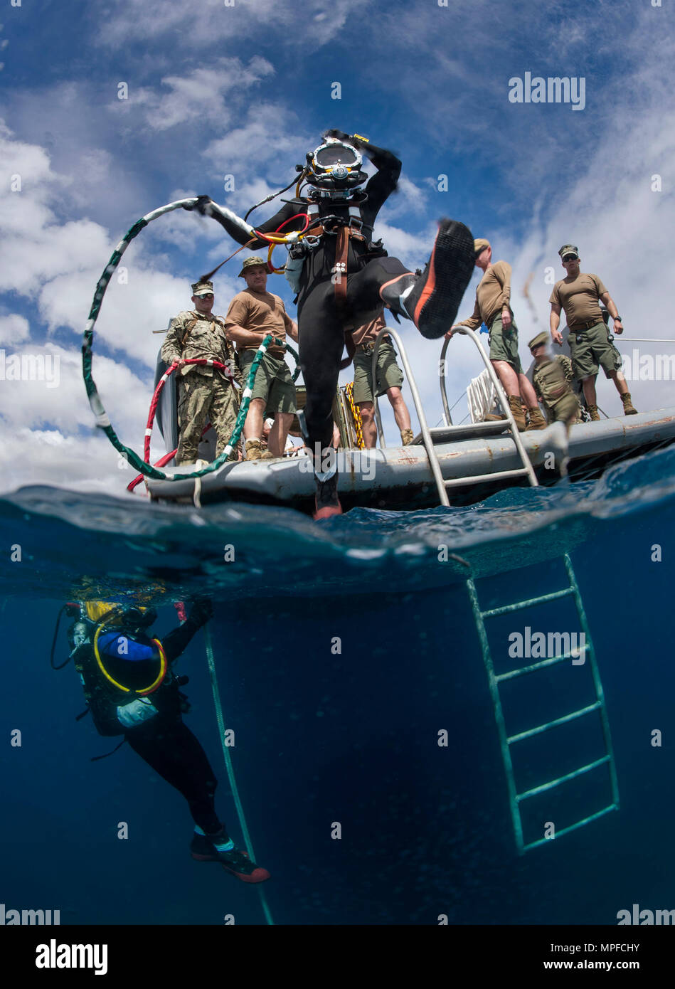 Seabees, assigned to Underwater Construction Team (UCT) 1, conduct surface supplied diving operations during diver-qualification training off the coast of Naval Station Guantanamo Bay, Feb. 12, 2017. UCT 1 provides a capability for construction, inspection, repair and maintenance of ocean facilities in support of Naval operations. (U.S. Navy Combat Camera photo by Mass Communication Specialist 2nd Class Sean Furey) Stock Photo