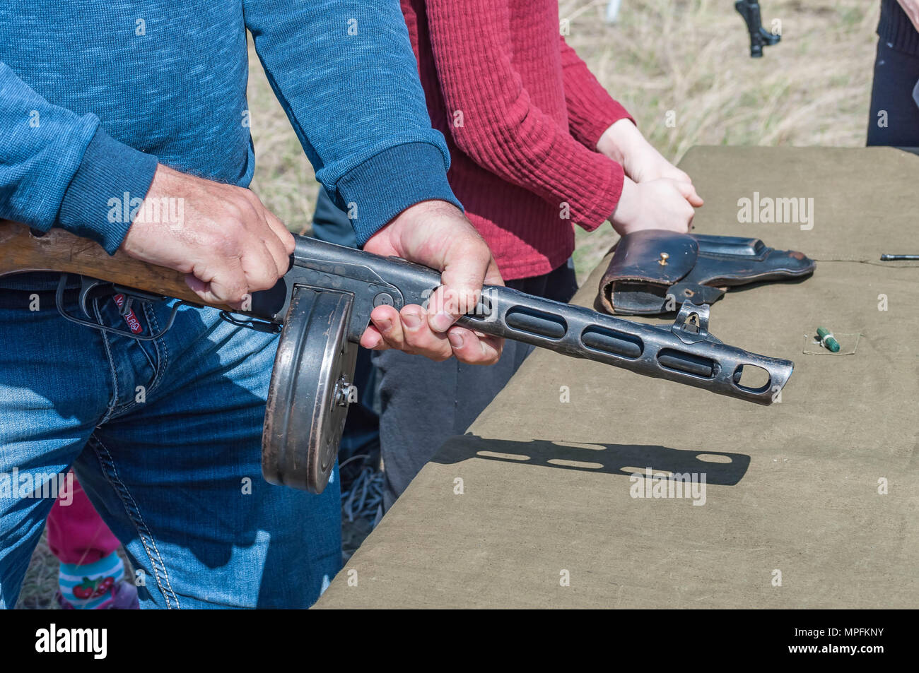 Training assembly of weapons for the reconstruction of the fighting of the Second World War. - Stock Image