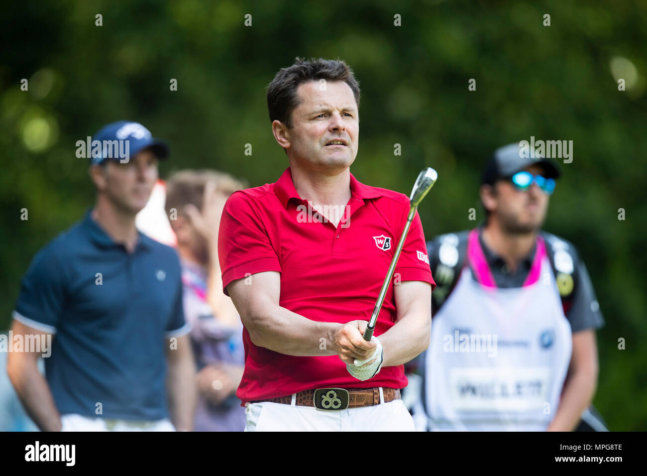 Wentworth Club, Virginia Water, UK. 23rd May, 2018. BMW PGA Championship at Wentworth, Pro AM day; Chris Hollins urging his ball onto the second green Credit: Action Plus Sports/Alamy Live News - Stock Image