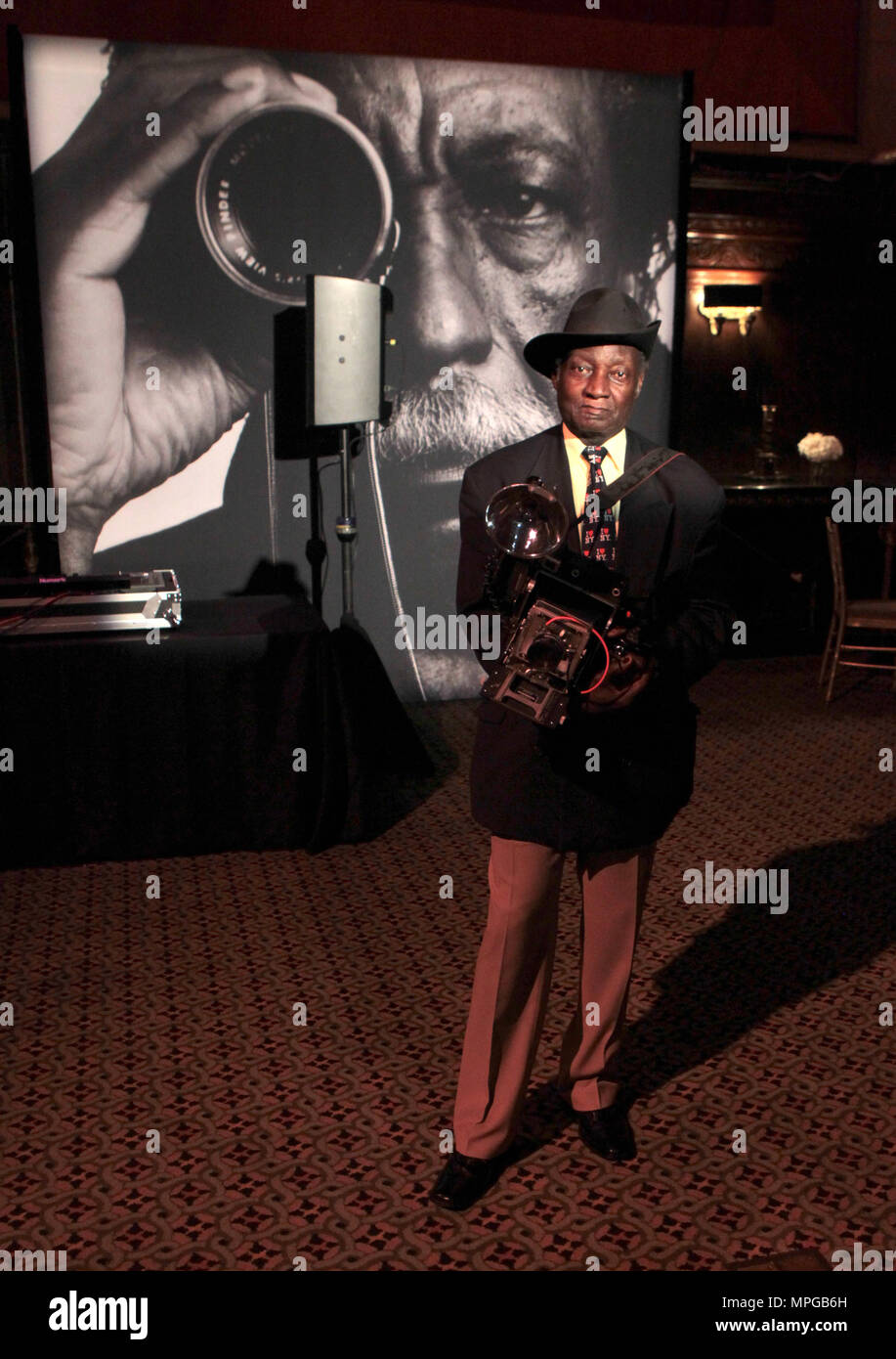 New York, NY, USA. 22nd May, 2018. Photographer Louis Mendes attends the Gordon Parks Foundation Awards Dinner & Auctionn: Celebrating the Arts & Humanitarianism held at Cipriani 42nd Street on May 22, 2018 in New York City. Credit: Mpi43/Media Punch/Alamy Live News - Stock Image