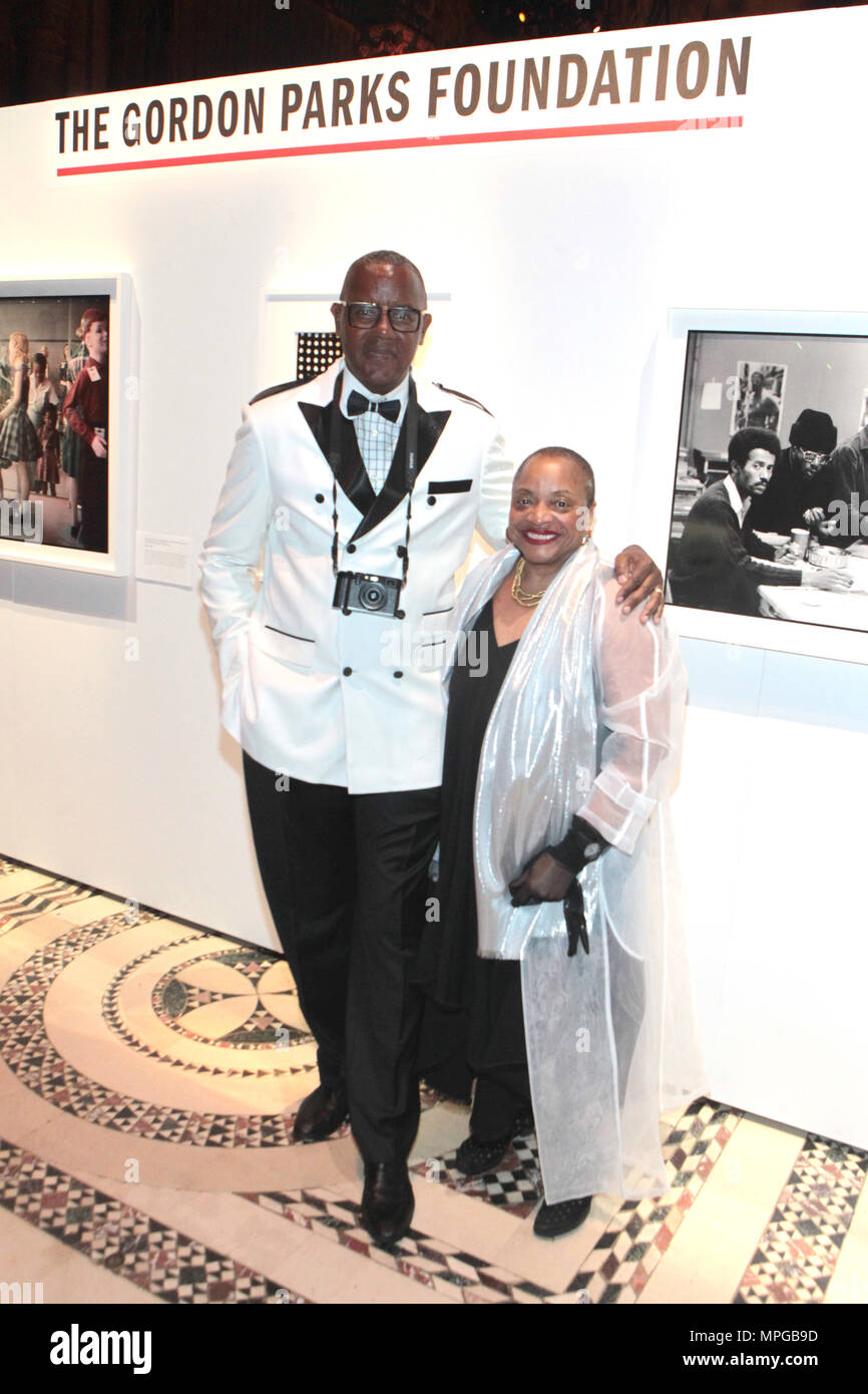 New York, NY, USA. 22nd May, 2018. (L-R) Documentary Photographer Jamel Shabazz and Author/Arts Educator Dr. Deb Willis attend the Gordon Parks Foundation Awards Dinner & Auctionn: Celebrating the Arts & Humanitarianism held at Cipriani 42nd Street on May 22, 2018 in New York City. Credit: Mpi43/Media Punch/Alamy Live News - Stock Image