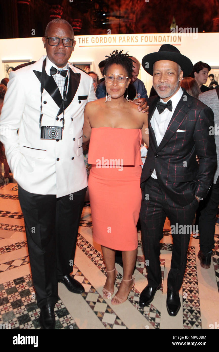 New York, NY, USA. 22nd May, 2018. (L-R) Documentary Photographer Jamel Shabazz (Honoree), Chef Leslie Parks and Visual Artist Radcliffe Bailey attends the Gordon Parks Foundation Awards Dinner & Auctionn: Celebrating the Arts & Humanitarianism held at Cipriani 42nd Street on May 22, 2018 in New York City. Credit: Mpi43/Media Punch/Alamy Live News - Stock Image