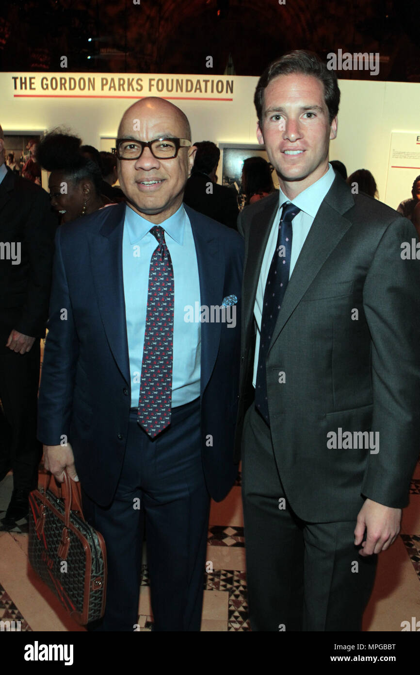 New York, NY, USA. 22nd May, 2018. (L-R) Darren Walker, President, Ford Foundation and Peter Kundhardt, Jr., Executive Director, Gordon Parks Foundation attend the Gordon Parks Foundation Awards Dinner & Auctionn: Celebrating the Arts & Humanitarianism held at Cipriani 42nd Street on May 22, 2018 in New York City. Credit: Mpi43/Media Punch/Alamy Live News - Stock Image