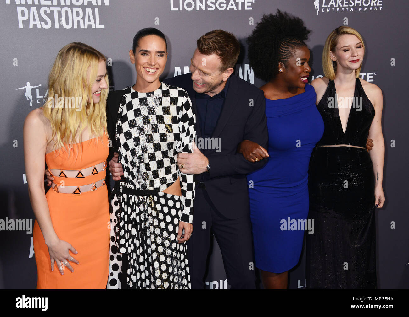 Valorie curry jennifer connelly 039american pastoral039 - 4 7