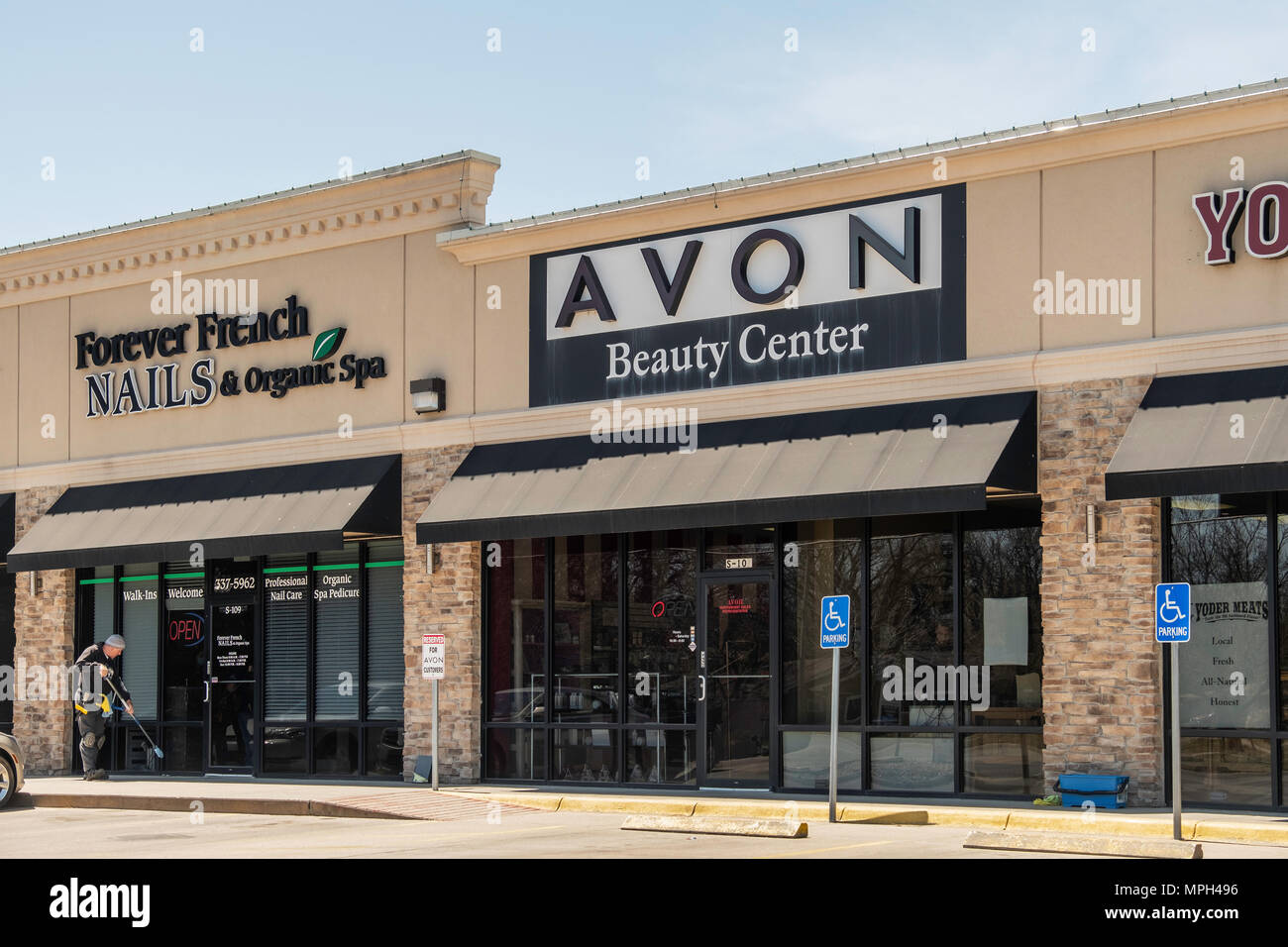 A strip mall containing Avon Beauty Center and Forever