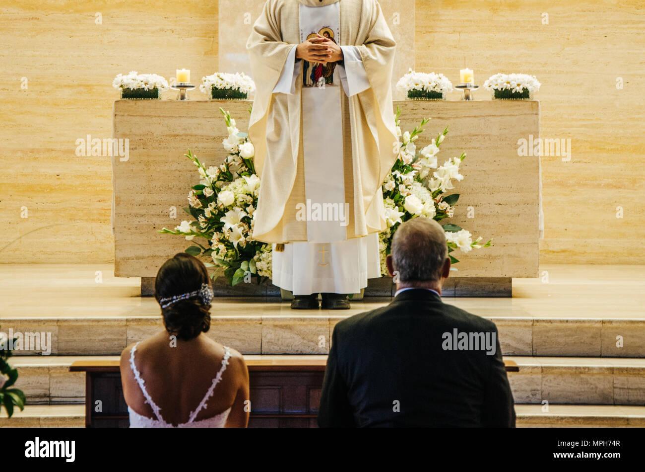 Bride Groom Altar Stock Photos & Bride Groom Altar Stock Images - Alamy