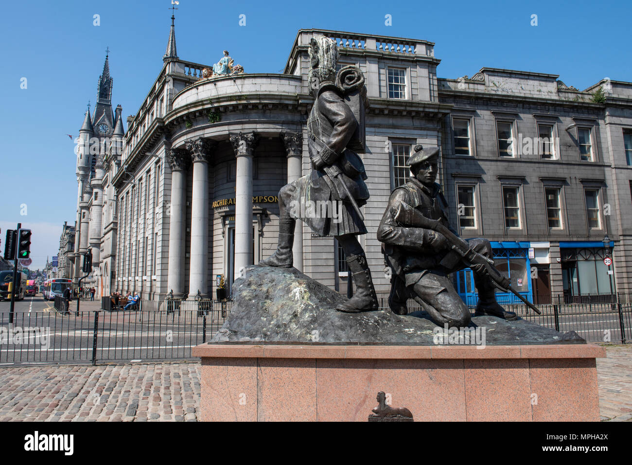United Kingdom, Scotland, Aberdeen, historic Old Aberdeen. Monument to The Gordon Highlanders, infantry regiment of the British Army in front of The O Stock Photo