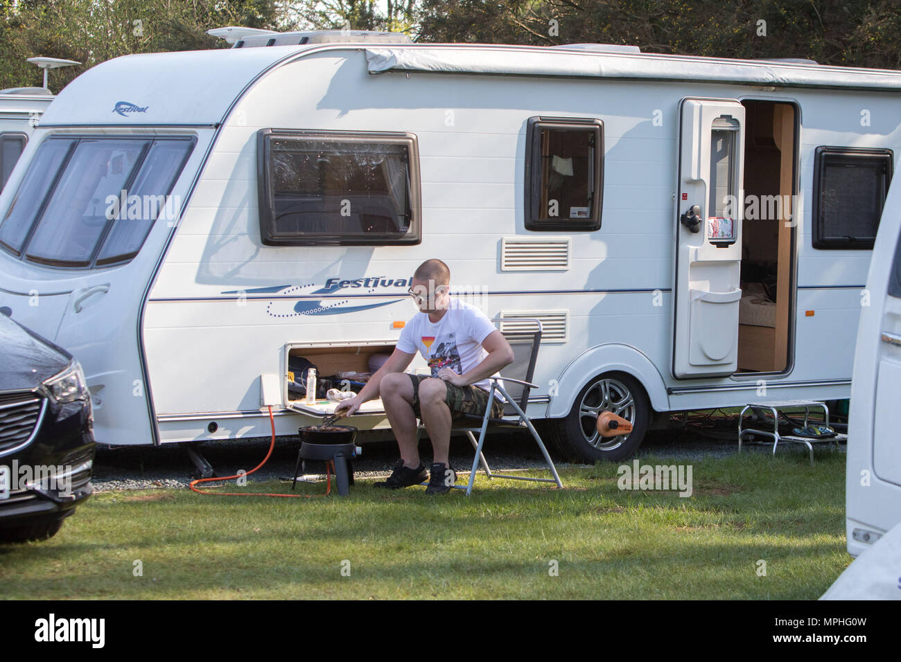 Campers and Caravaners enjoy the early morning sunshine in Kent  Featuring: Atmosphere Where: Wrotham, United Kingdom When: 22 Apr 2018 Credit: WENN.com - Stock Image