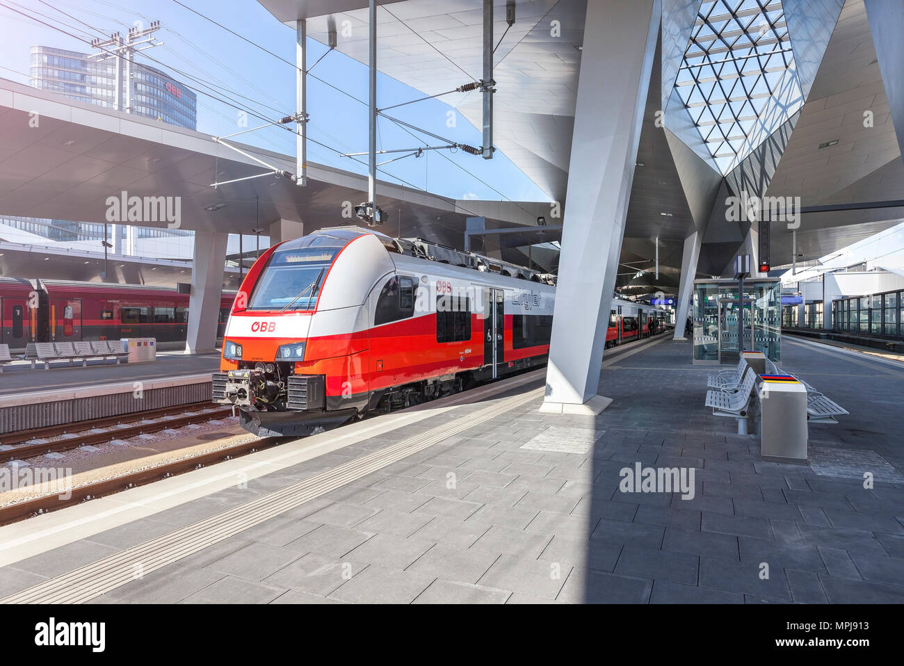 The new Main Railway Station of Vienna with the new OEBB Train Cityjet. - Stock Image