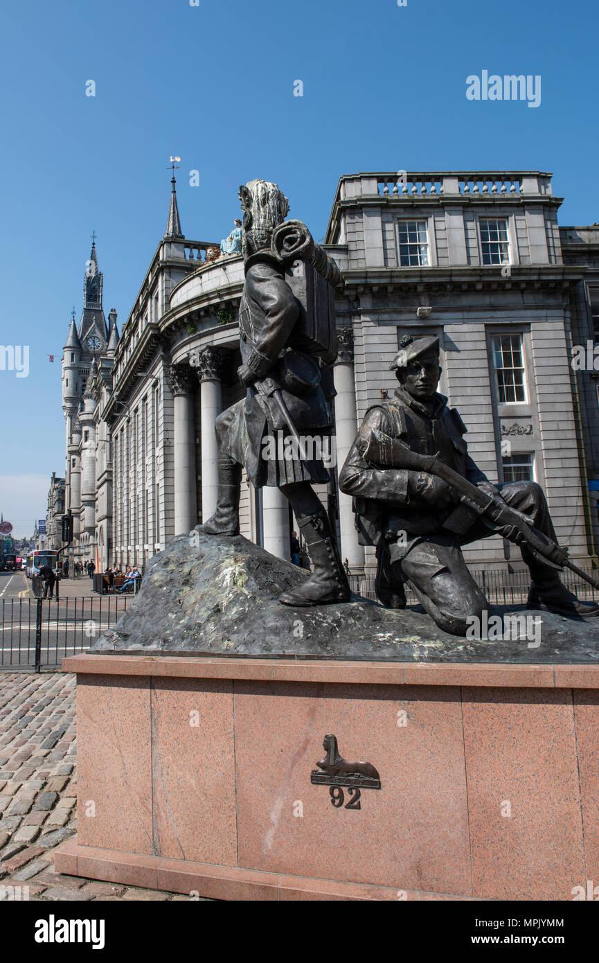 United Kingdom, Scotland, Aberdeen, historic Old Aberdeen. Monument to The Gordon Highlanders statue. Stock Photo