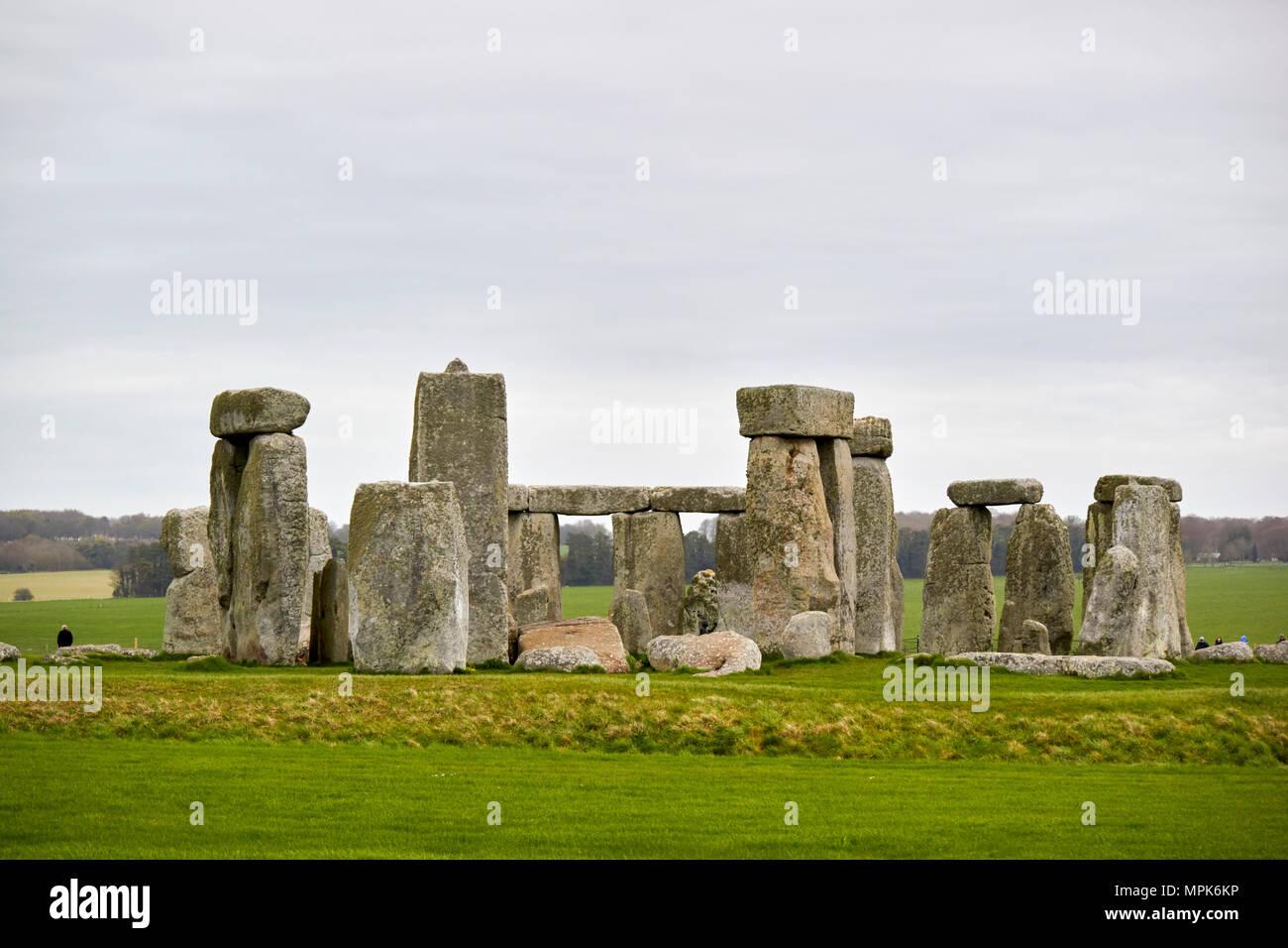 view of horseshoe of sarsen trilithon stones and tenon joint on one of the trilithons stonehenge wiltshire england uk - Stock Image