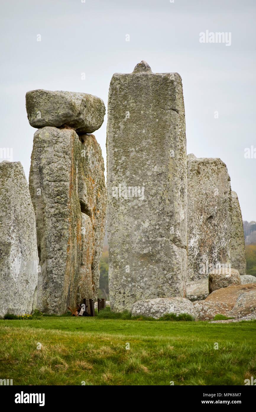 standing sarsen trilithon stone with tenon joint in horseshoe stonehenge wiltshire england uk - Stock Image