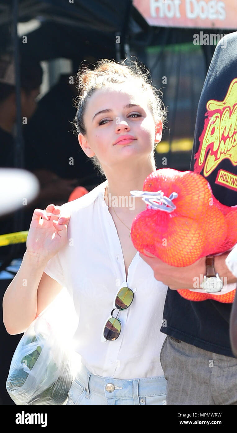 Joey King Hot joey king goes to the farmers market with her boyfriend
