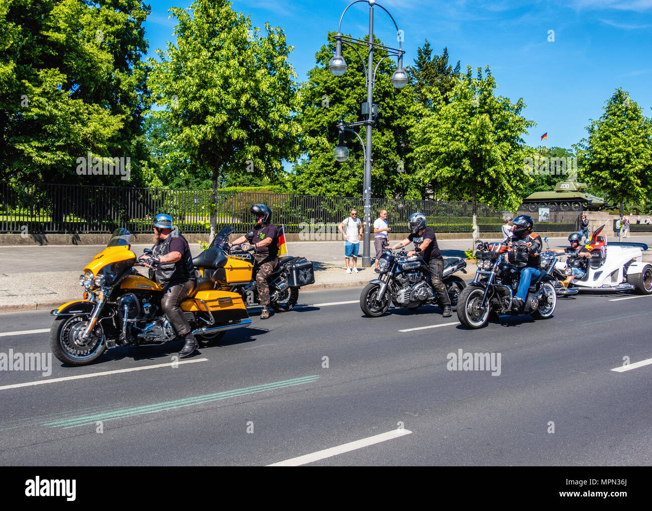 Berlin Mitte, Motor bikesr departing after Bikers for Germany rally.      Hundreds of Bikers protest at the Brandenburg Gate for protection of Women,  - Stock Image