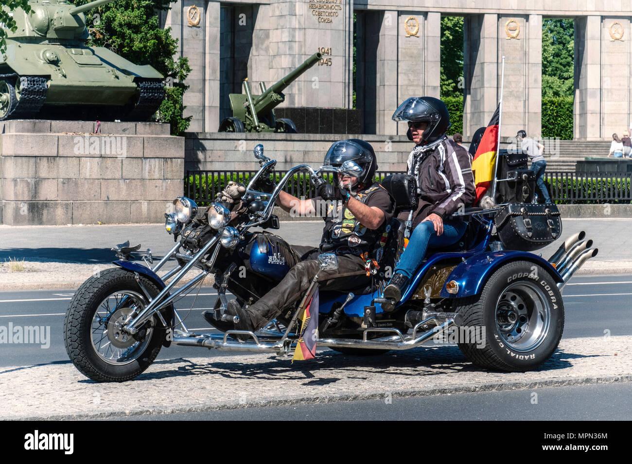 Berlin Mitte, Motor biker and passenger on three wheeler in front of Soviet War memorial. Hundreds of Bikers protest at the Brandenburg Gate for prote - Stock Image