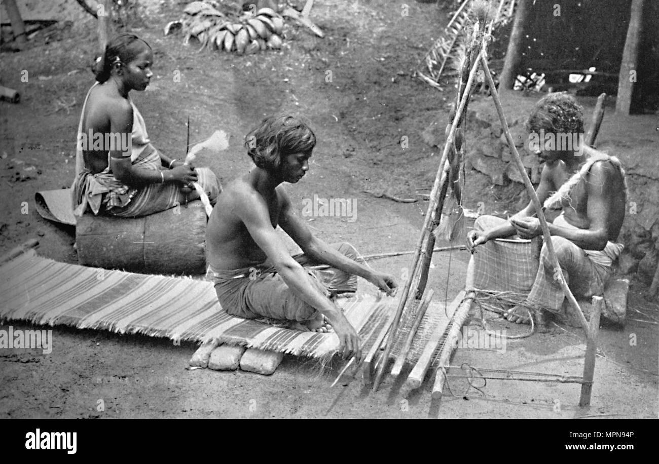 Singhalese weaving mats, 1902. Artist: Skeen & Co. - Stock Image