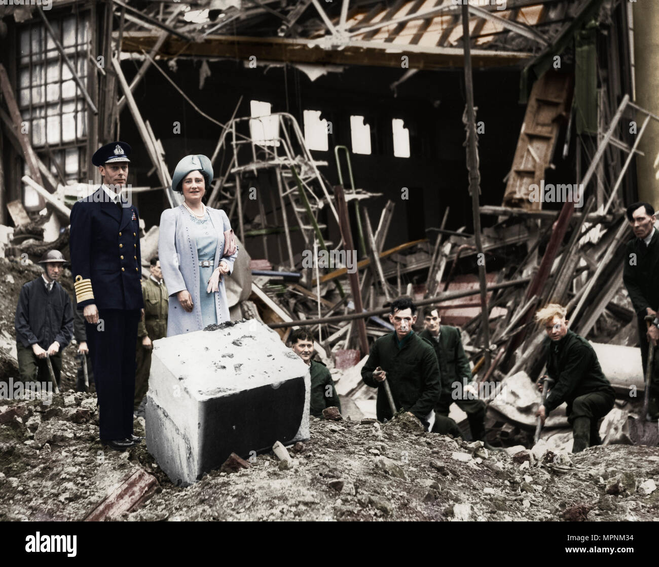 The King and Queen survey bomb damage, Buckingham Palace, London, WWII, 1940. Artist: Unknown. - Stock Image